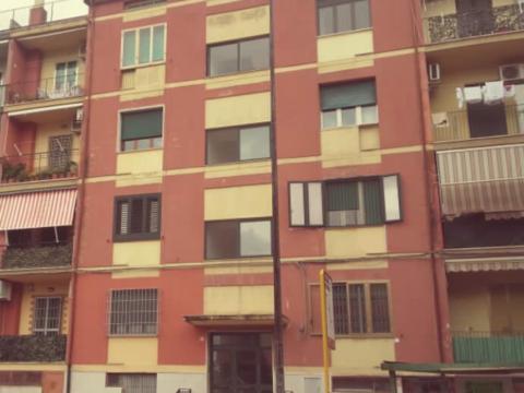 uno dei tanti palazzi nel quartiere dei tambuti a Taranto